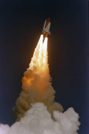 1989 Το διαστημικό λεωφορείο Ντισκάβερι δευτερόλεπτα μετά την εκτόξευσή του από το Διαστημικό Κέντρο Κένεντι.