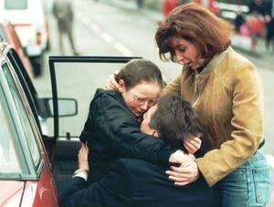 1996 Στο σχολείο του Ντανμπλέιν στη Σκωτία, ένας άγνωστος άντρας άνοιξε πυρ και σκότωσε 16 παιδιά και έναν δάσκαλο, ενώ τραυμάτισε άλλους 12. Ο άντρας μετά, αυτοπυροβολήθηκε και σκοτώθηκε επί τόπου.