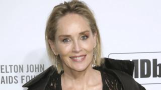 Σάρον Στόουν: Στα 62 της, υπέροχη σε εξώφυλλο περιοδικού