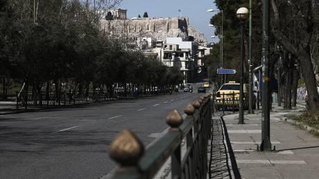Κορωνοϊός: Αδειάζει το κέντρο της Αθήνας