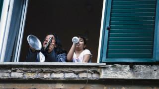 Κορωνοϊός: Οι Ιταλοί πολεμούν τον ιό με... τραγούδι
