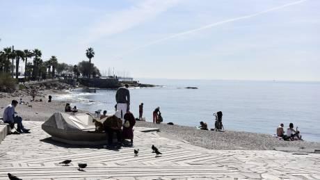 Κορωνοϊός: Στην παραλία οι Αθηναίοι, παρά τις προειδοποιήσεις