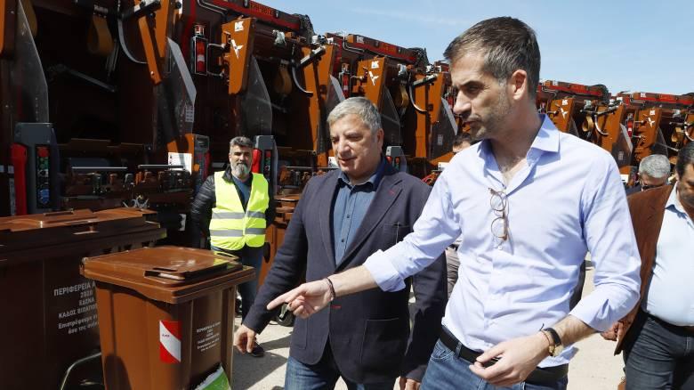 Συνεργασία Πατούλη - Μπακογιάννη: 20 απορριμματοφόρα και 2.500 καφέ κάδοι στην Αθήνα