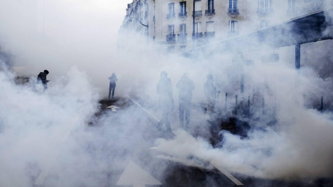 Γαλλία: Συγκρούσεις Κίτρινων Γιλέκων και αστυνομίας - Αψήφησαν απαγορεύσεις για τον κορωνοϊό