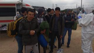 Μεταφέρθηκαν στη Μαλακάσα οι 436 πρόσφυγες από τη Μυτιλήνη