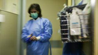 Κορωνοϊός: Οι Έλληνες απόψε βγαίνουν στα μπαλκόνια και χειροκροτούν γιατρούς και νοσηλευτές