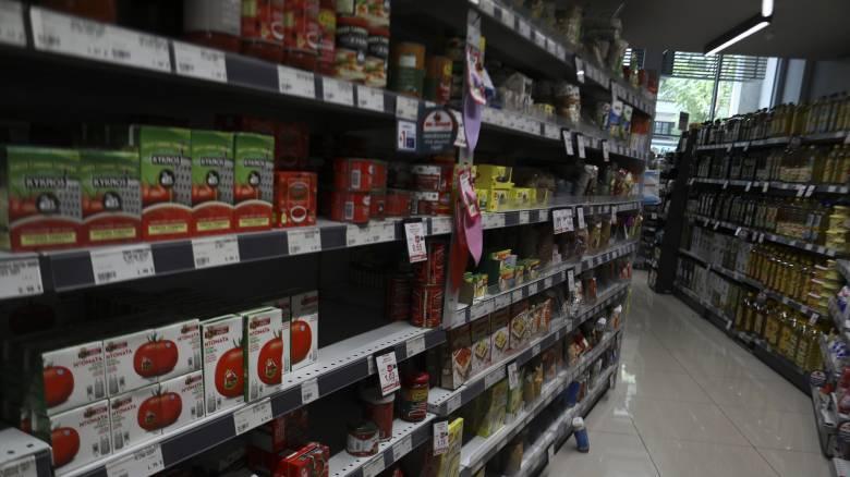 Κορωνοϊός: Επαφές Μητσοτάκη με πολιτικούς αρχηγούς - Μέτρα στα σούπερ μάρκετ