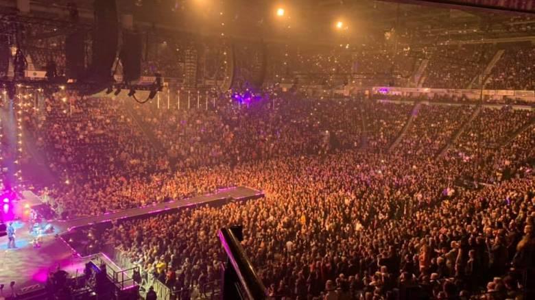 Ποιος κορωνοϊός; Πλήθος κόσμου σε συναυλία των Stereophonics στο Ηνωμένο Βασίλειο