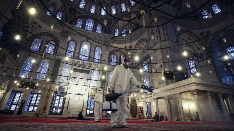 Κορωνοϊός: Αδειάζουν τα τζαμιά σε Τουρκία και Μαρόκο - Μόνο ιδιωτικές προσευχές