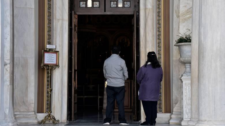 Ιερά Σύνοδος: Ανοιχτές οι εκκλησίες για κατ' ιδίαν προσευχή – Αναβάλλονται λειτουργίες και μυστήρια