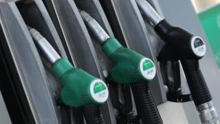 Στα 28,86 δολάρια το βαρέλι το πετρέλαιο - Αργή η αποκλιμάκωση της τιμής της βενζίνης στην Ελλάδα