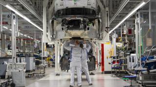 Κορωνοϊός: Κολοσσοί διακόπτουν την παραγωγή - Σε «τεχνική» ανεργία χιλιάδες εργαζόμενοι