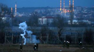 Έβρος: Νύχτα έντασης στις Καστανιές - Απόπειρες εισόδου μεταναστών και δακρυγόνα