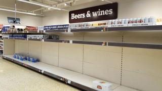 Κορωνοϊός: Πανικόβλητοι οι Βρετανοί στα σούπερ μάρκετ - Περιορισμοί από τις αλυσίδες