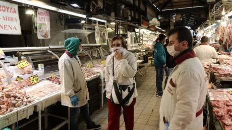 Ενισχύονται από τον Δήμο Αθηναίων τα μέτρα για τον κορωνοϊό στην Βαρβάκειο αγορά
