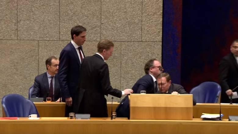 Ολλανδία: Κατέρρευσε ο υπουργός Ιατρικής Περίθαλψης στη συνεδρίαση για τον κορωνοϊό