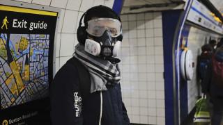 Σε «καραντίνα» σταδιακά και η Βρετανία - Κλείνουν σχολεία και σταθμοί του μετρό