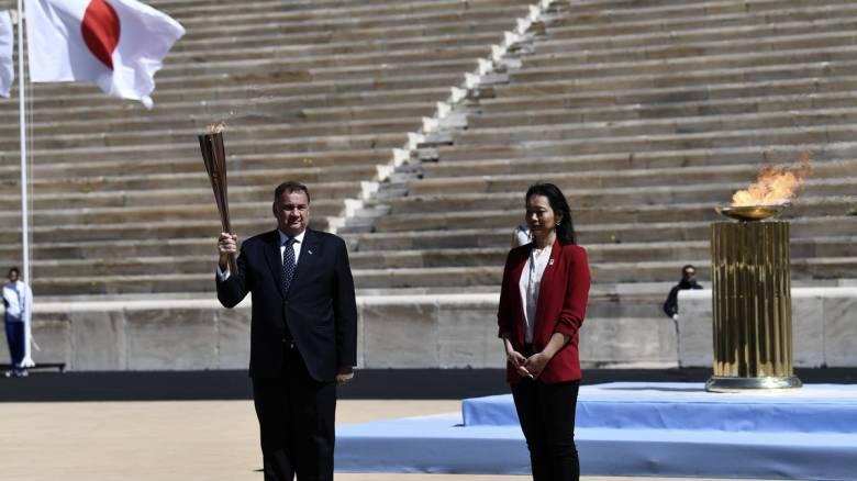 «Πέταξε» η Ολυμπιακή Φλόγα για το Τόκιο - Πρωτόγνωρες εικόνες στο Παναθηναϊκό Στάδιο λόγω κορωνοϊού