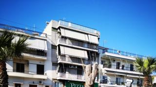 Κορυδαλλός: Γυναίκα απειλούσε να πέσει από μπαλκόνι πολυκατοικίας