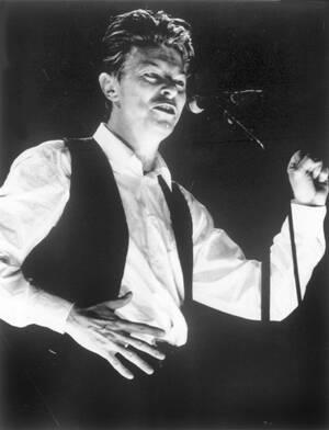 1990, Μπέρμινχαμ. Ο Ντέιβιντ Μπάουι επί σκηνής.
