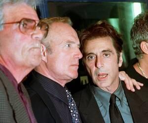 """1997, Λος Άντζελες. Ο Αλ Πατσίνο, ο Τζέιμς Κάαν και ο Άλεξ Ρόκο στην 25η επέτειο από την πρεμιέρα του """"Νονού""""."""