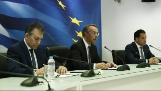 Νέα μέτρα: Ακέραιο το Δώρο Πάσχα, αναστολή τριών μηνών για τις τραπεζικές δόσεις