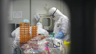 Πώς η αναζήτηση του εμβολίου για τον κορωνοϊό εξελίχθηκε σε παγκόσμιο μπραντ-ντε-φέρ