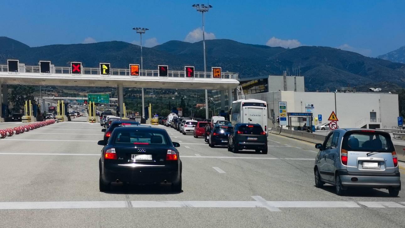 Κορωνοϊός: Ουρές στα διόδια – Οι Αθηναίοι φεύγουν για την επαρχία