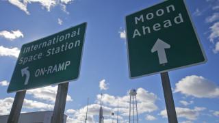 Κορωνοϊός: Κρούσματα στη NASA - Αναστέλλει δοκιμές για αποστολή στη Σελήνη