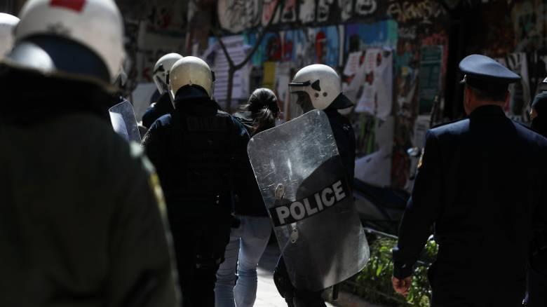 Εννέα συλλήψεις στου Ζωγράφου για συνωστισμό σε κλειστό χώρο