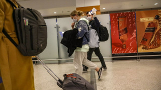 Κορωνοϊός: Στο «Ελευθέριος Βενιζέλος» Έλληνες από τη Βρετανία - Υποβλήθηκαν σε έλεγχο