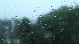 Καιρός: Βροχές, καταιγίδες και πτώση της θερμοκρασίας την Κυριακή