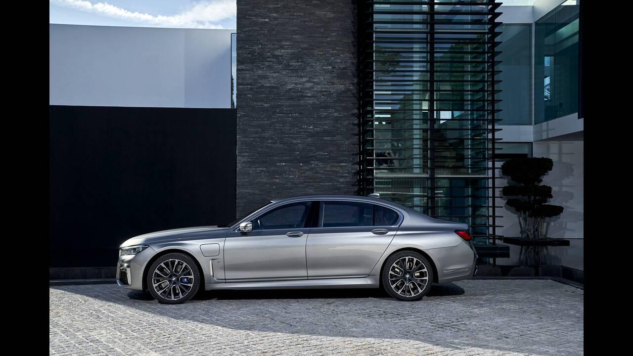 https://cdn.cnngreece.gr/media/news/2020/03/22/212265/photos/snapshot/BMW-7-SERIES-3.jpg