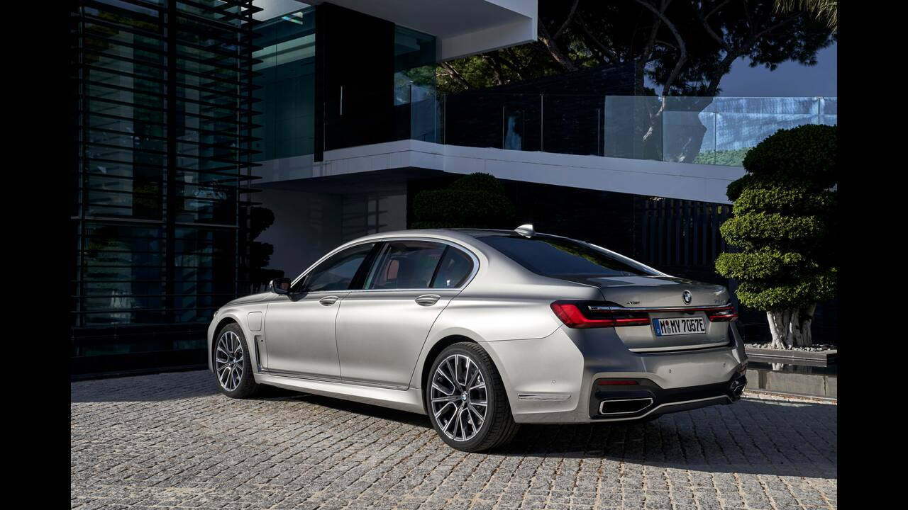 https://cdn.cnngreece.gr/media/news/2020/03/22/212265/photos/snapshot/BMW-7-SERIES-4.jpg