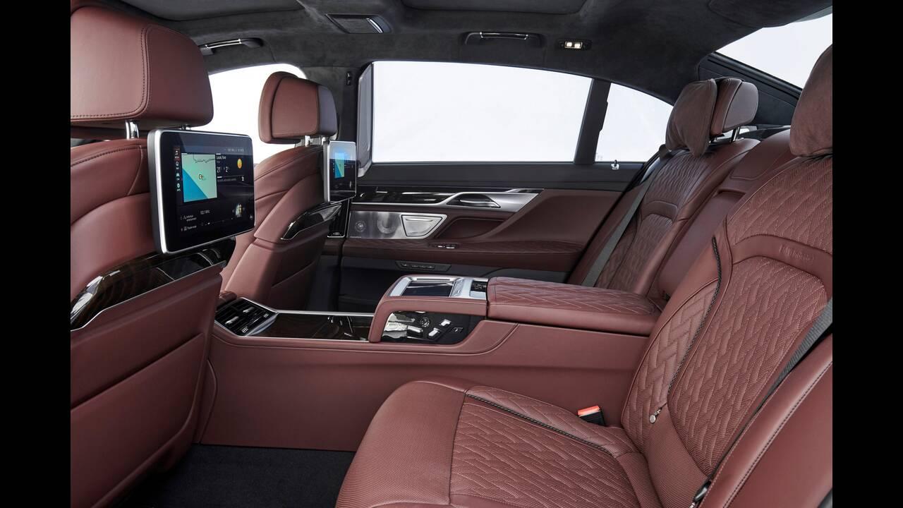 https://cdn.cnngreece.gr/media/news/2020/03/22/212265/photos/snapshot/BMW-7-SERIES-8.jpg