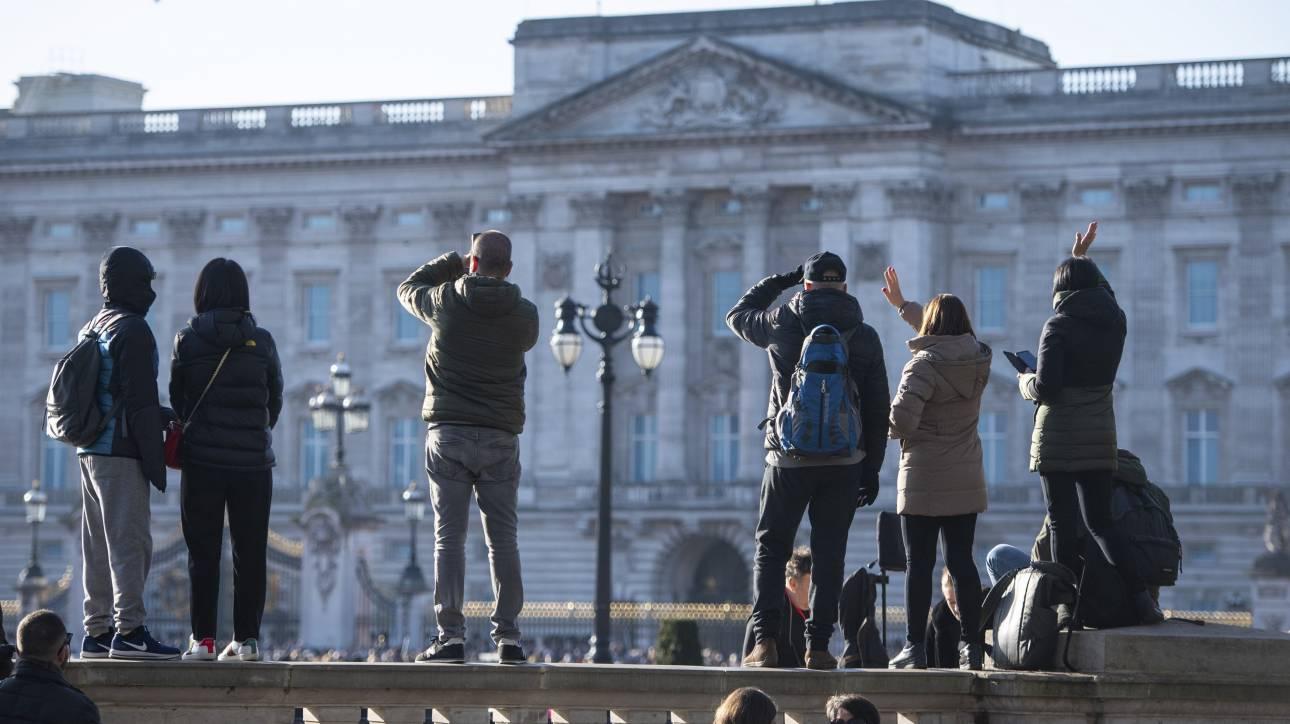 #Μένουμε_σπίτι: Απολαύστε μια ολοκληρωμένη virtual περιήγηση στο Παλάτι του Μπάκιγχαμ (vid)