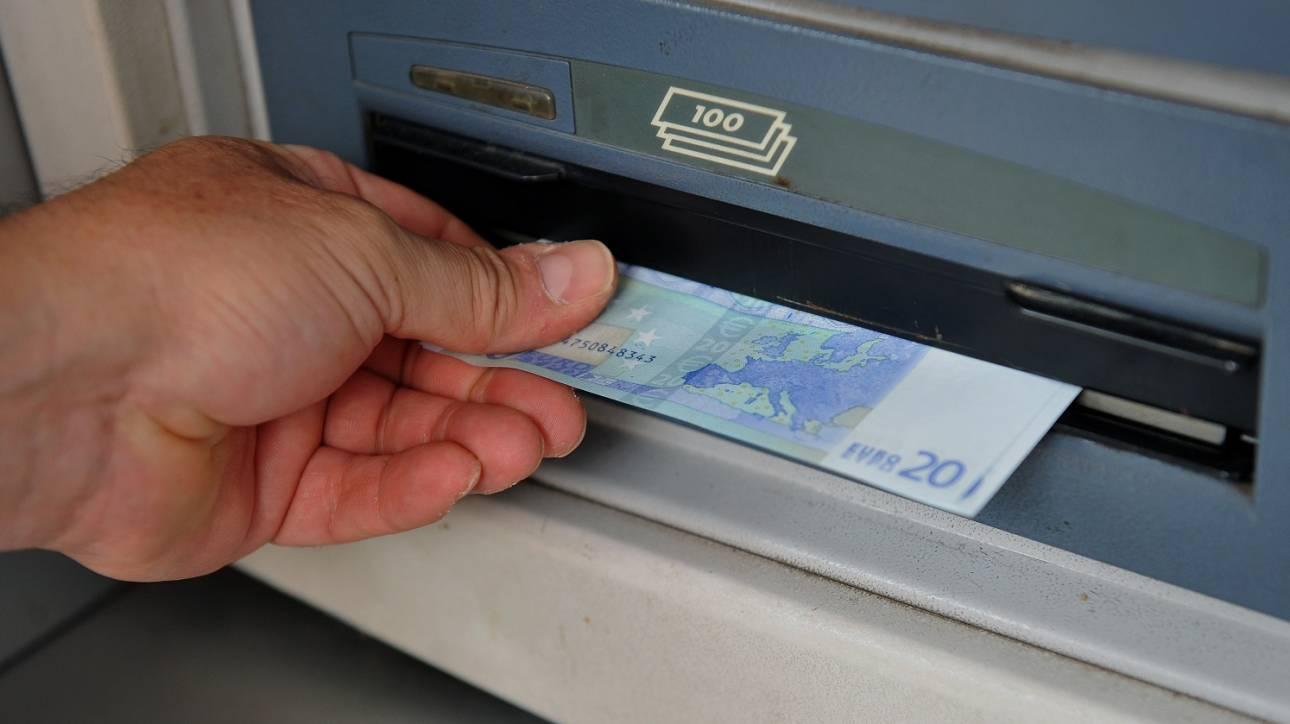 Κορωνοϊός: Ποιες συναλλαγές δεν πραγματοποιούνται στα τραπεζικά καταστήματα
