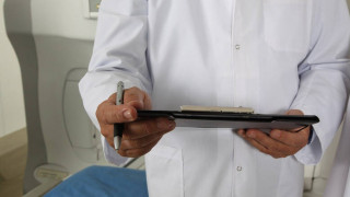 ΠΙΣ: Σε αναστολή λειτουργίας των ιατρείων ωθούνται οι γιατροί αν δεν έχουν μάσκες και γάντια