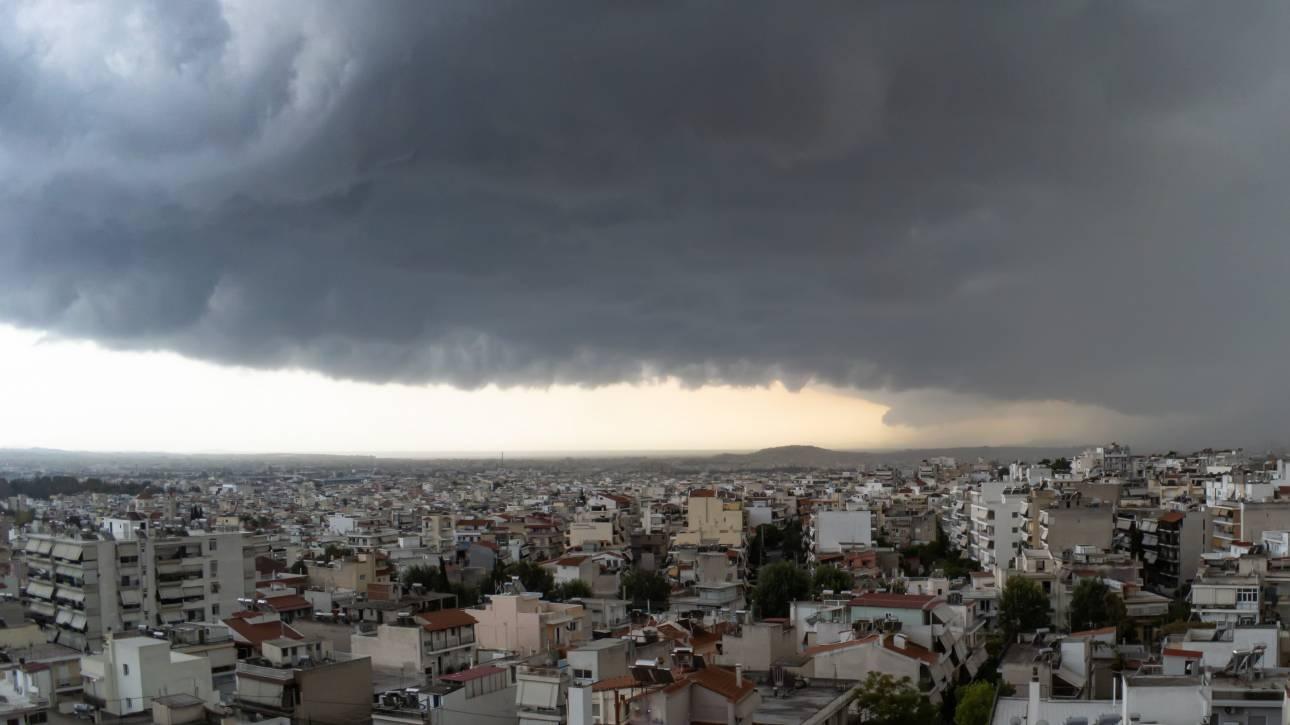 Καιρός: Ραγδαία επιδείνωση την Τετάρτη με καταιγίδες και χιονοπτώσεις
