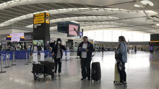 Κορωνοϊός - Καταγγελία επιβάτη στο CNN Greece: Είμαστε εγκλωβισμένοι εδώ και 48 ώρες στο Λονδίνο