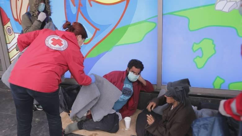 Κορωνοϊός - Στο πλευρό των αστέγων ο Ελληνικός Ερυθρός Σταυρός
