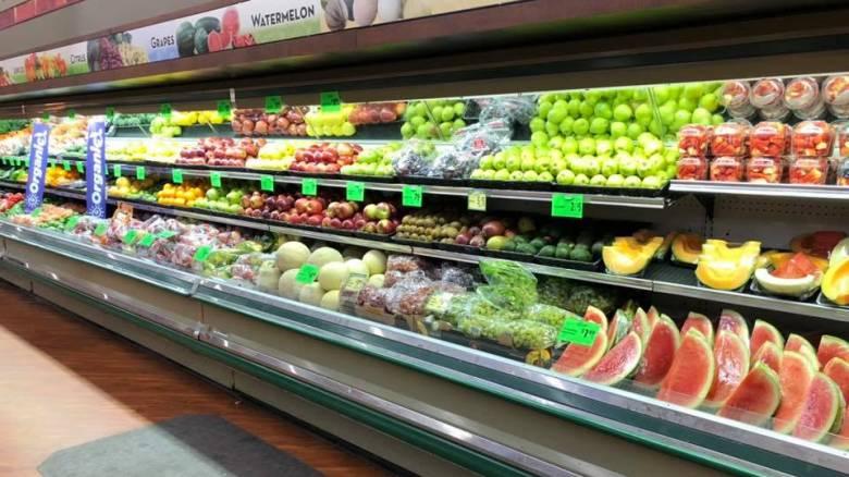 ΗΠΑ: Μανάβικο πέταξε τρόφιμα αξίας 31.000 ευρώ αφού μια γυναίκα έβηξε πάνω τους