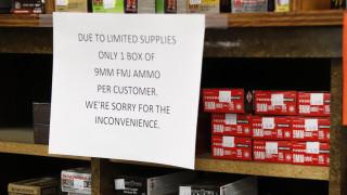 Κορωνοϊός: Στη δικαιοσύνη έμποροι και κάτοχοι όπλων στις ΗΠΑ για να μην κλείσουν τα οπλοπωλεία
