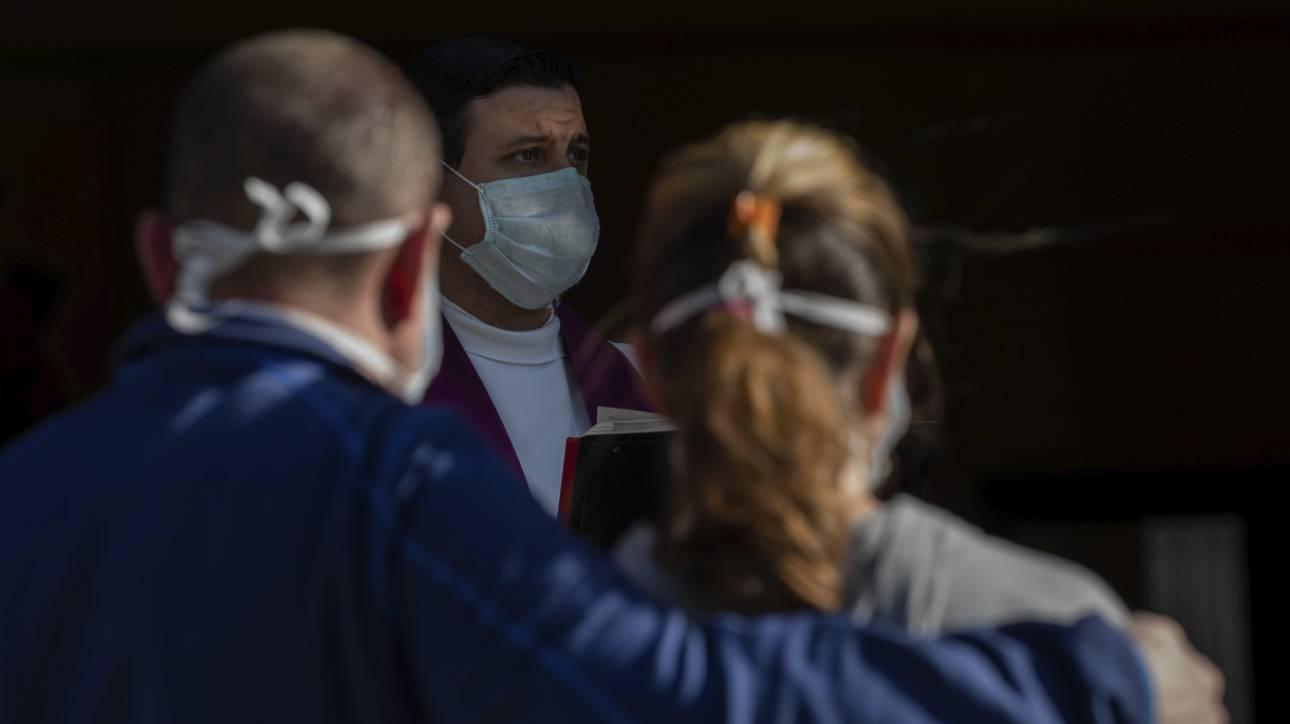 Κορωνοϊός – Ισπανία: 832 νέοι νεκροί – Ελαφρά πτώση και στα κρούσματα