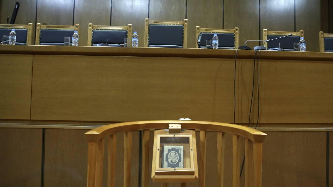 Δικηγόροι: «Εμπαιγμός» το voucher των 600 ευρώ - Προσφεύγουν για το επίδομα των 800
