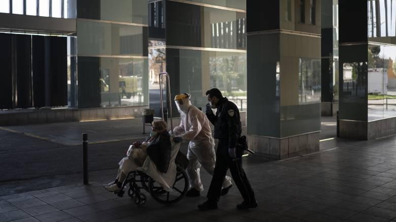 Κορωνοϊός: Σοκάρουν οι αριθμοί της πανδημίας παγκοσμίως