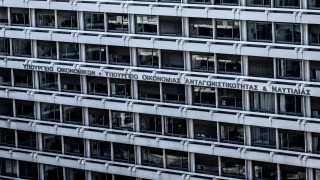 «Εξετάζονται όλα τα δεδομένα» για τα 800 ευρώ στους επιστήμονες