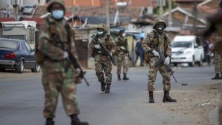 Κορωνοϊός: Αστυνομικοί στη Ν. Αφρική άνοιξαν πυρ για να διαλύσουν πλήθος σε σούπερ μάρκετ