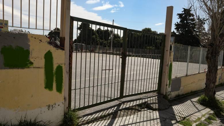 Κορωνοϊός: Ποια σενάρια εξετάζονται για Πανελλήνιες και άνοιγμα σχολείων