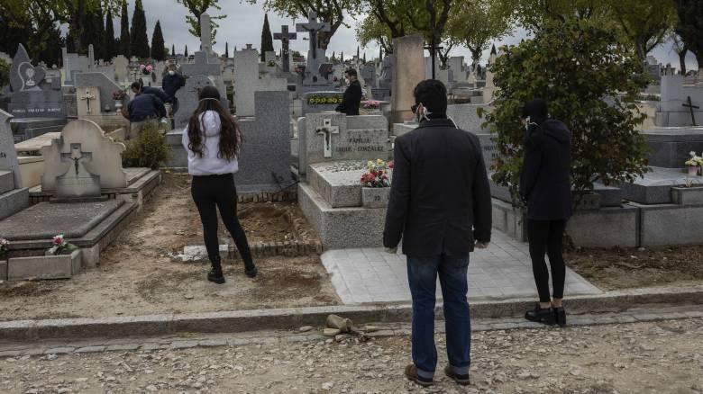 Ισπανία: Ξεπέρασαν τους 6.500 οι θάνατοι από κορωνοϊό - 838 νεκροί σε ένα 24ωρο